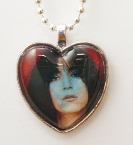 Patti Smith heart necklace by Ultravioletglam Designs