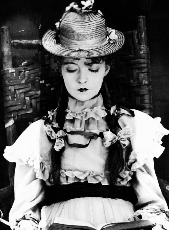 Lillian Gish Reads (A Romance of Happy Valley, 1919)