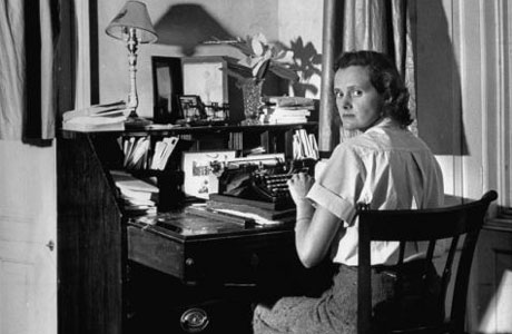 Daphne du Maurier at work