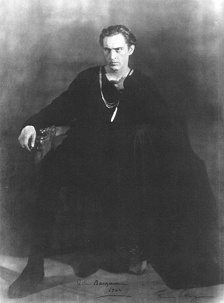 - john-barrymore-as-hamlet-1922