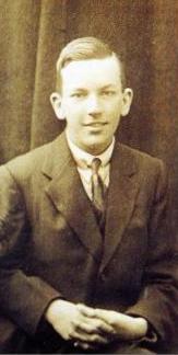 Noël Coward, circa 1914
